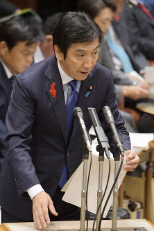 Economy, Trade and Industry Minister Isshu Sugawara speaks at a House of Councillors Budget Committee meeting on Oct. 16, 2019. (Mainichi/Masahiro Kawata)