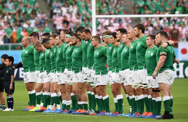 【日本-アイルランド】日本戦を前に、グラウンドに整列するアイルランドの選手=静岡スタジアムで2019年9月28日、竹内紀臣撮影
