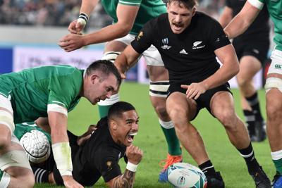 【ニュージーランド-アイルランド】前半、トライを決めるニュージーランドのA・スミス(中央下)=東京・味の素スタジアムで2019年10月19日、竹内紀臣撮影