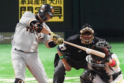 【ソフトバンク―巨人】二回表巨人1死、先制本塁打を放つ阿部=ヤフオクドームで2019年10月19日、津村豊和撮影