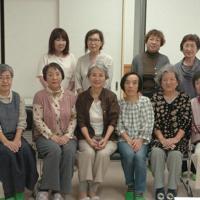 クラブのメンバーら=三重県名張市の蔵持市民センターで、稲垣淳撮影