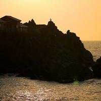 高さ1.2メートルの小さな灯台「定灯篭」=北海道せたな町で2019年10月2日、貝塚太一撮影