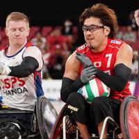 【日本-英国】第2ピリオド、トライを決める池崎大輔(右)=東京体育館で2019年10月20日、佐々木順一撮影