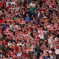 【日本-南アフリカ】選手たちに声援を送るスタンドのファン=東京・味の素スタジアムで2019年10月20日、長谷川直亮撮影