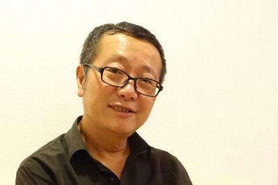 著書『三体』について語る劉慈欣さん=東京都千代田区で2019年10月11日午後10時12分、須藤唯哉撮影