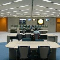 主力の姫路製造所網干工場(兵庫県)の司令塔「統合生産センター」。プラントを安定的に運転するノウハウ「ダイセル生産方式」の集大成だ=同社提供