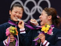 2012 London Olympics -- The Japanese pair of Mizuki Fujii, left, and Reika Kakiiwa celebrate earning silver medals in the doubles in women's badminton after losing the final match against a Chinese pair. Japan earned its first ever medals? in badminton. (Mainichi/Junichi Sasaki)