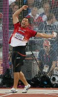 2012 London Olympics -- Japan's Koji Murofushi shouts out while competing in the final in the men's hammer throw. He recorded 78.71 meters in his third throw and finished in third place. (Mainichi/Junichi Sasaki)