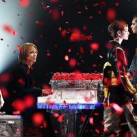 楽天ファッションウィークの開幕を飾った、YOSHIKIさん(中央)が手がけたブランド「YOSHIKIMONO」を披露するイベント=東京都渋谷区の渋谷ヒカリエで2019年10月14日午後2時19
