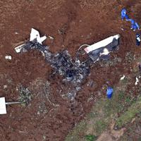 小型機が墜落した現場=茨城県かすみがうら市で2019年10月20日午後1時31分、本社ヘリから宮本明登撮影