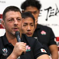 南アフリカに敗れた試合から一夜明け、記者会見に臨むトンプソン=東京都港区で2019年10月21日午前11時19分、宮武祐希撮影