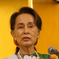 セミナーで講演し投資を訴えるミャンマーのアウンサンスーチー国家顧問兼外相=東京都内で2019年10月21日、西尾英之撮影