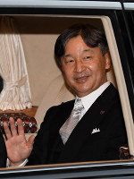 Japan's Emperor Naruhito is driven from the Akasaka Imperial Residence in Tokyo's Minato Ward on the morning of Oct. 22, 2019, prior to proclaiming his enthronement before roughly 2,000 guests from home and overseas later in the day. (Mainichi/Kimi Takeuchi)