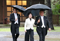 From right, House of Representatives Speaker Tadamori Oshima, House of Councillors President Akiko Santo and Supreme Court Chief Justice Naoto Otani head to the site of a ritual at the Imperial Palace Sanctuaries in Tokyo' Chiyoda Ward on Oct. 22, 2019, prior to the proclamation of Emperor Naruhito's enthronement later in the day. (Pool photo)
