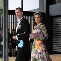 「即位礼正殿の儀」での参列を終えて、宮殿を出るスペイン国王のフェリペ6世夫妻=皇居・宮殿南車寄で2019年10月22日午後1時51分、手塚耕一郎撮影
