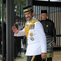 「即位礼正殿の儀」への参列を終え宮殿を出る、ブルネイのボルキア国王=皇居・宮殿南車寄で2019年10月22日午後1時47分、手塚耕一郎撮影