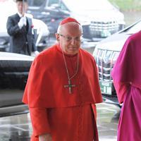 「即位礼正殿の儀」に参列するため、宮殿に入るバチカンのモンテリーズィ枢機卿=皇居・宮殿南車寄で2019年10月22日午後0時14分、手塚耕一郎撮影