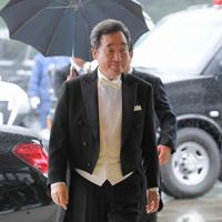即位礼正殿の儀に参列するため、宮殿に入る韓国の李洛淵首相=皇居・宮殿南車寄で2019年10月22日午後0時28分、手塚耕一郎撮影