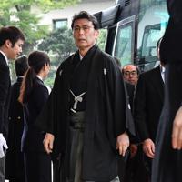 「即位礼正殿の儀」参列のため宮殿に入る歌舞伎俳優の松本白鸚さん=皇居・宮殿北車寄で2019年10月22日午前11時26分、宮間俊樹撮影