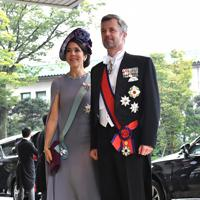 「即位礼正殿の儀」参列のため皇居・宮殿に入るデンマークのフレデリック皇太子夫妻=皇居・宮殿北車寄で2019年10月22日午後0時19分、宮間俊樹撮影