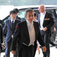 「即位礼正殿の儀」に参列するため、宮殿に入るフランスのサルコジ元大統領=皇居・宮殿南車寄で2019年10月22日午後0時36分、手塚耕一郎撮影