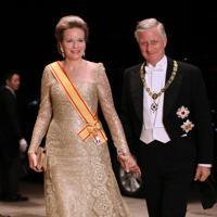 饗宴の儀に参列するため、宮殿に入るベルギーのフィリップ国王夫妻=皇居で2019年10月22日午後8時7分、佐々木順一撮影