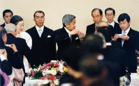 This photo taken in November 1990 shows then Japanese Emperor Akihito, center, making a toast during a banquet celebrating his enthronement at the Imperial Palace in Tokyo. (Kyodo)