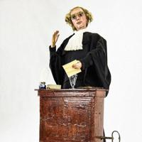 オートマタの「バリスタ-」は、法廷で熱弁を振るう弁護士のように両手や口を動かす