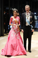 Spain's King Felipe VI and Queen Letizia arrive at the Imperial Palace in Tokyo to attend the Kyoen-no-gi banquet on Oct. 22, 2019. (Mainichi/Masahiro Ogawa)