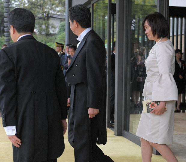 ドレスコード違反? 「違和感」招いた安倍昭恵氏の即位礼の衣装