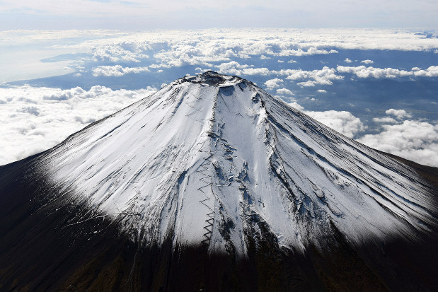 First Snow Covers Japan S Iconic Mt Fuji The Mainichi