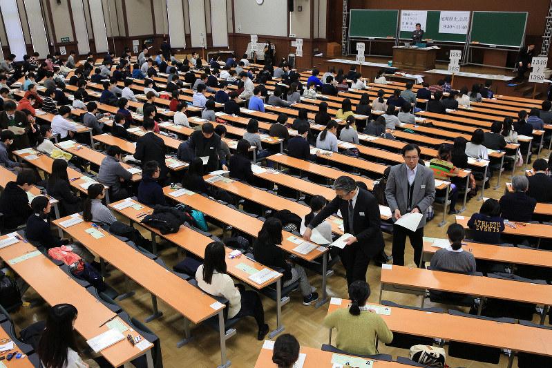 2020年度からの新大学入試で英語は民間業者の試験が導入される(東京都文京区で)