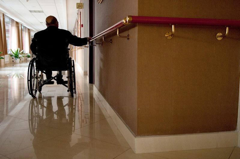 医療・介護問題への対応は「待ったなし」(Bloomberg)