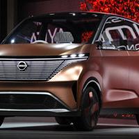 開幕に先立って開かれたプレスデーで報道公開された日産の軽EV「IMk」=東京都江東区で2019年10月23日、丸山博撮影