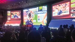 参加者は5Gを使った4Kの高精細な試合映像を堪能した