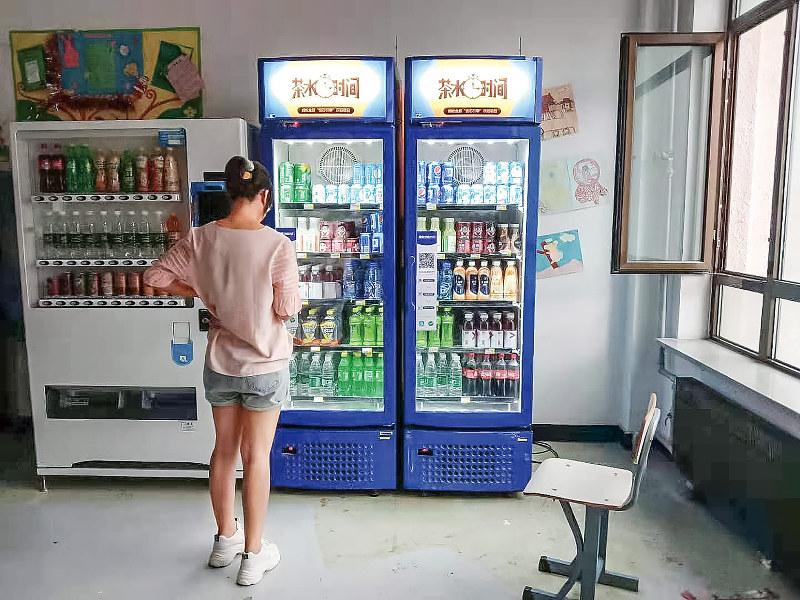 潤開科技の技術を搭載した無人販売機(筆者撮影)