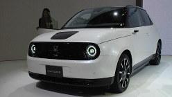 ホンダが来年市販する電気自動車「ホンダe」=東京都江東区の東京ビッグサイトで10月23日、川口雅浩撮影
