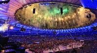 2016 Rio de Janeiro Olympics -- Fireworks light up over Maracana Stadium after the cauldron was ignited at the opening ceremony. (Mainichi/Naotsune Umemura)