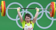 2016 Rio de Janeiro Olympics -- Japan's Hiromi Miyake smiles as she lifts 107 kilograms in her final attempt in the jerk to secure the bronze medal in the 48-kilogram division of women's weightlifting. (Mainichi/Daisuke Wada)