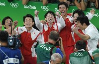2016 Rio de Janeiro Olympics -- The Japanese men's gymnastics team celebrates securing the gold medal in the team event. From left, Koji Yamamuro, Yusuke Tanaka, Kohei Uchimura, Kenzo Shirai and Ryohei Kato are seen. (Mainichi/Hiroyuki Miura)