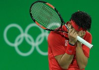 2016 Rio de Janeiro Olympics -- Japan's Kei Nishikori covers his face with his hands after defeating France's Gael Monfils in a quarterfinal match in the men's tennis. Nishikori lost in the semifinals but defeated Spain's Rafael Nadal in the bronze medal match to capture Japan's first medal in the sport in 96 years. (Mainichi/Naotsune Umemura)