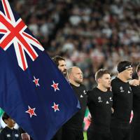 【イングランド-ニュージーランド】国歌斉唱するニュージーランドの選手たち=横浜・日産スタジアムで2019年10月26日、玉城達郎撮影