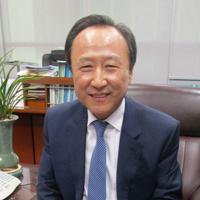 インタビューに応じる自由韓国党の洪日杓議員=ソウル市内の国会議員会館で2019年10月21日、堀山明子撮影