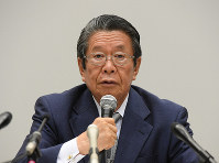 Keiichi Tadaki, chairman of a Kansai Electric Power Co. third-party panel, speaks at a news conference in Osaka's Fukushima Ward on Oct. 9, 2019. (Mainichi/Naohiro Yamada)