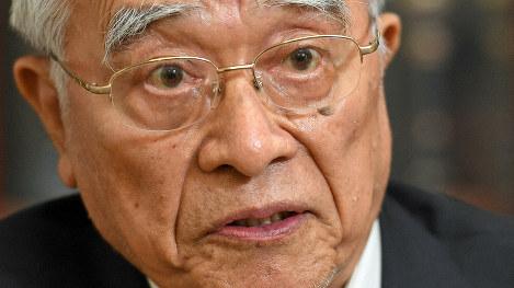 インタビューに答える、神崎武法・元公明党代表=東京都千代田区で2019年9月12日、宮本明登撮影