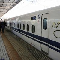 東海道新幹線の新型車両「N700S」のロゴマーク=愛知県豊橋市のJR豊橋駅で2019年10月30日午前11時20分、内林克行撮影