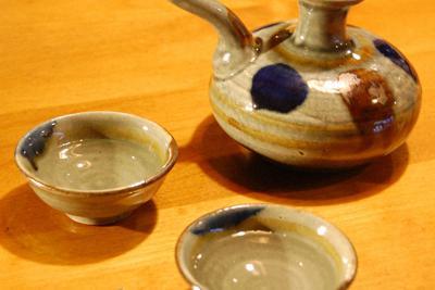 泡盛に似つかわしい沖縄独特の酒器、カラカラ=伊藤和史撮影