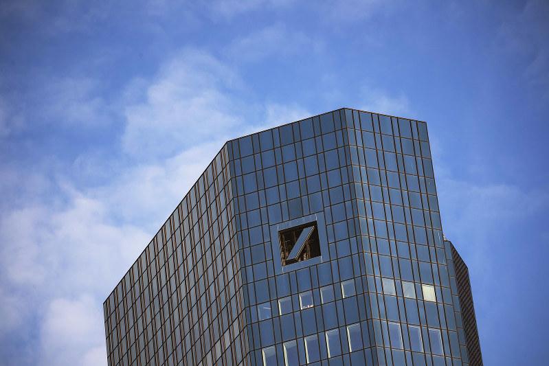 巨大なドイツ銀が傾けば世界経済への悪影響は避けられない(独フランクフルトの本社)(Bloomberg)