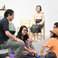 再開された「表現の不自由展・その後」で、「平和の少女像」を前にディスカッションする参加者=名古屋市東区で11日(代表撮影)