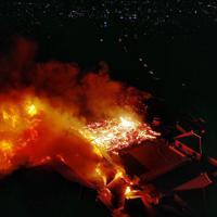 激しく延焼し、崩れ落ちた首里城正殿(中央)=那覇市で2019年10月31日午前5時10分、琉球新報提供